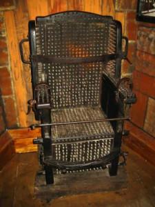 La Torture Au Moyen Ge Chaise Clous 225x300